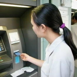 Ngân hàng đua phát hành thẻ tín dụng, dân thờ ơ