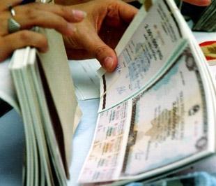 Tổ chức Việt Nam không được dùng ngân sách Nhà nước cấp để mua trái phiếu