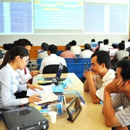VN-Index tăng lên 483 điểm, thanh khoản vẫn ở mức thấp