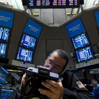 Dow Jones đóng cửa sát mốc 12.000 điểm