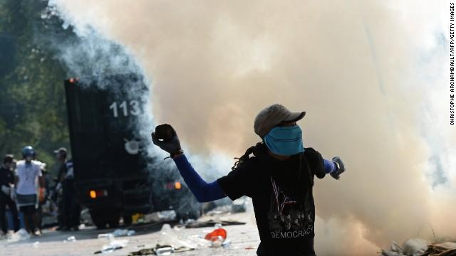 người biểu tình thái chiếm tòa nhà chính phủ