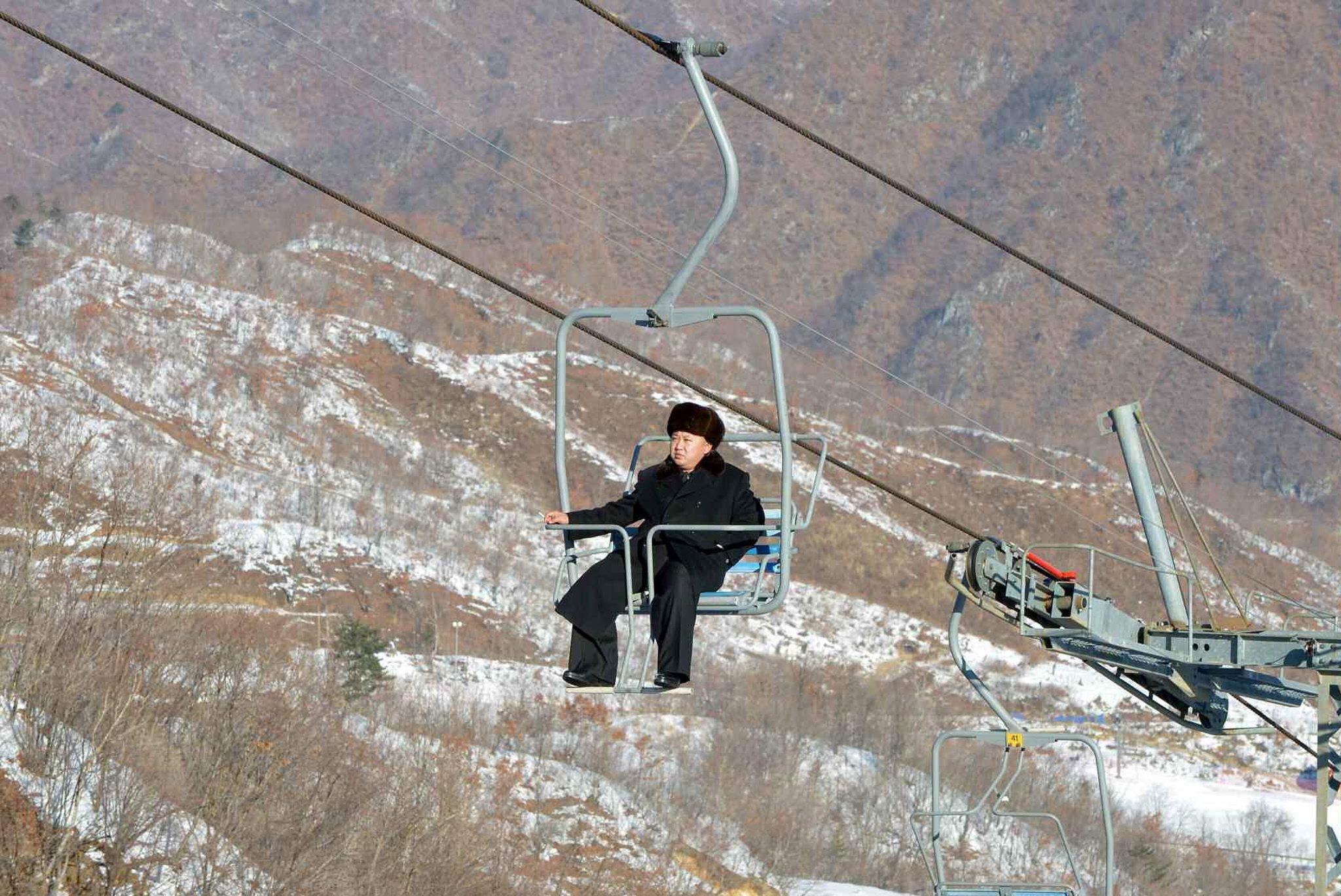 Kim Jong Un đi cáp treo